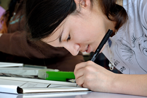 RCC student in drawing class